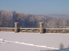 Hráz přehrady - zima